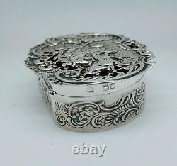 Ancienne Boîte À Pilules Anglaise Argent Massif Décoré Carrosse Maison Silver