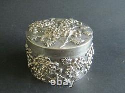 Solid sterling silver chinese box luen wo 262.3 Gr chrysanthem design